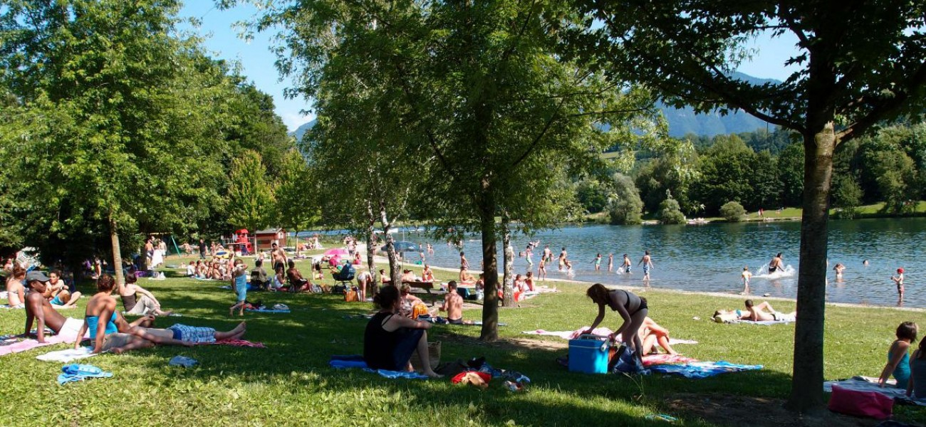 Camping en Savoie - Le Lac De Carouge - Photo de la plage 2